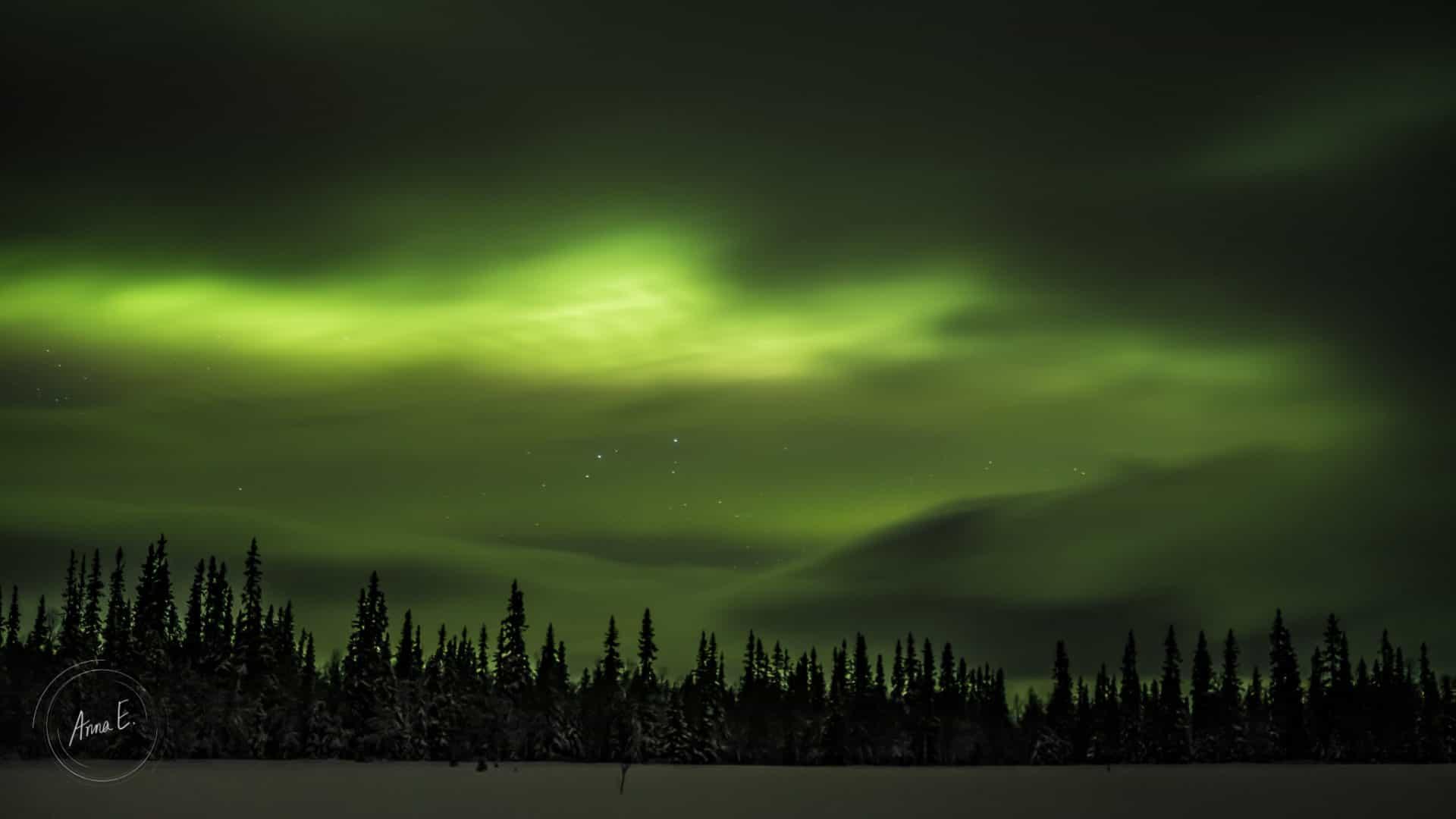 Norrsken som gör molnen gröna